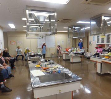 朝9時45分に準備完了!3班に分かれて本日の昼食を作ります。職員を入れて20名で作ります。