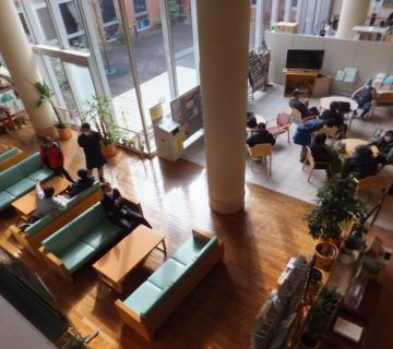 朝9:30にセンター1階のロビーに集合しました。