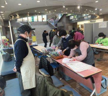 武蔵村山を8時に出発し、飯田橋に到着は9時30分になりました。 早速販売準備に取り掛かります。