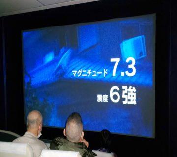 次に、シアタールームにて震災のビデををあらためて見ました。東北地震・阪神・淡路大震災を鑑賞しました。