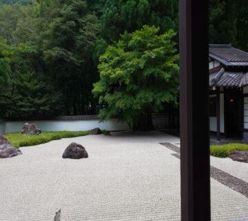 石庭と渓谷の自然がなかなかなのバランスです。ぜひ一度足を運んではいかがでしょうか。詳しくはホームページ:www.gyokudo.jpで検索をお願いいたします。